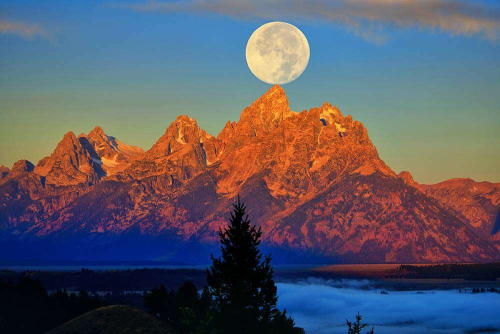 Teton Moonset